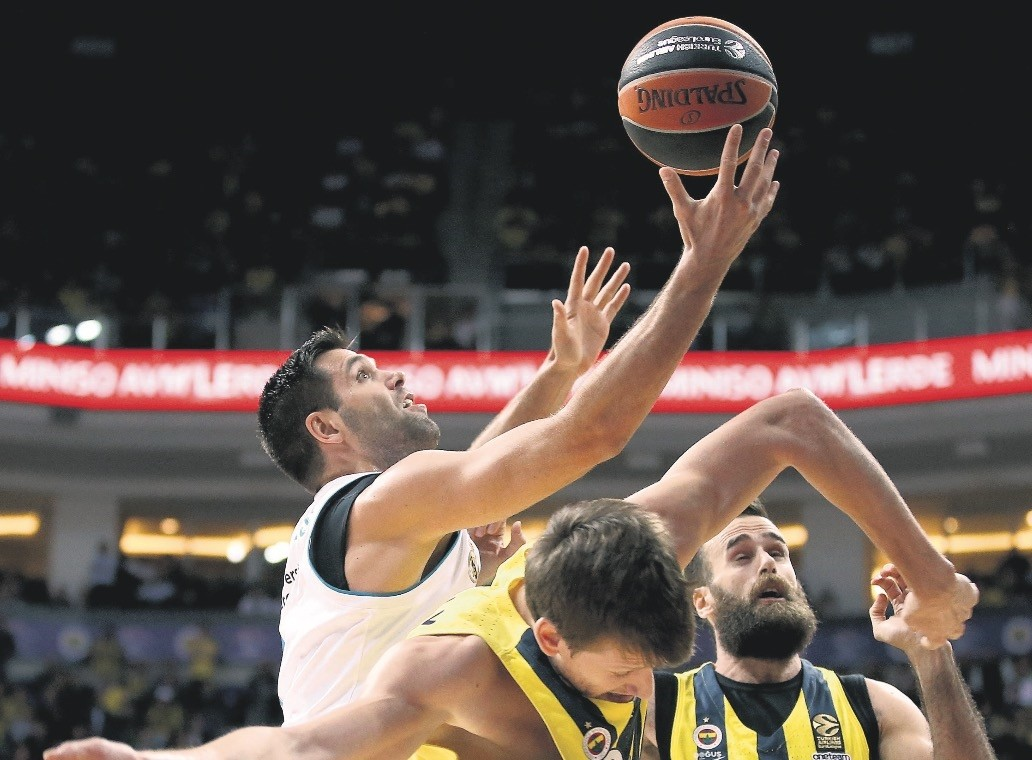 Jan Vesely (C) and Luigi Datome (R) of Fenerbahu00e7e in action against Felipe Reyes (L) of Real Madrid during the Euroleague basketball match in Istanbul, last week.