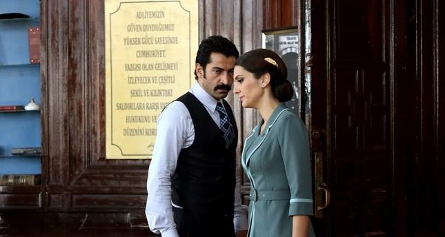 لقطة للنجمة التركية بيرغوزار كوريل من مسلسل ويبقى الحب تظهر (أرشيف)