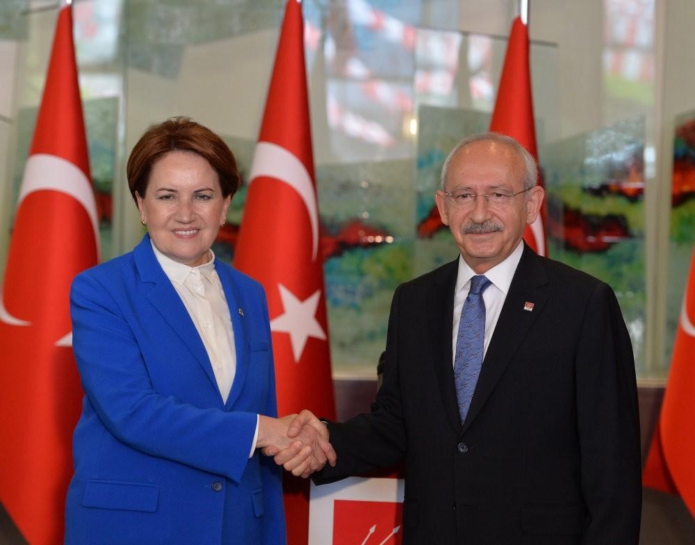 u0130P Chairwoman Meral Aku015fener (L) with main opposition CHP Chairman Kemal Ku0131lu0131u00e7darou011flu at CHP headquarters in Ankara, June 4.