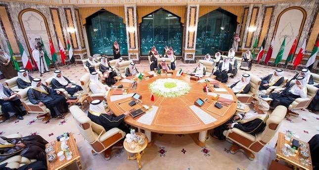 جانب من القمة الخليجية التي عقدت في مكة أمس (رويترز)