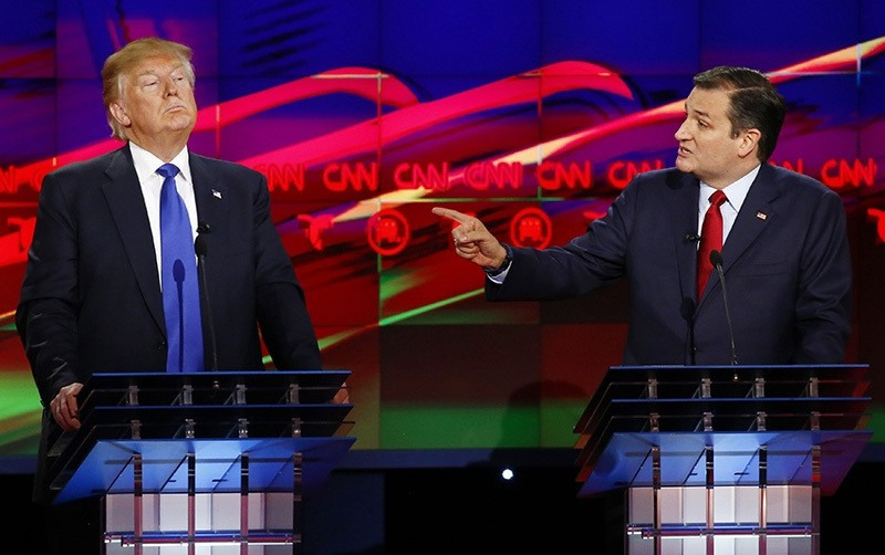 Ted Cruz challenges rival Donald Trump (L) about releasing his tax returns during the debate sponsored by CNN for the 2016 Republican U.S. presidential candidates in Houston, Texas, Feb. 25, 2016. (Reuters Photo)