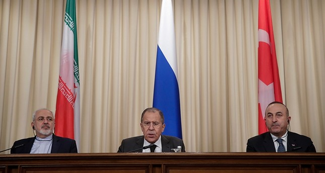 Iranian Foreign Minister Javad Zarif (L), Russian Foreign Minister Sergey Lavrov (C), and Turkish Foreign Minister Mevlüt Çavuşoğlu attend a joint press conference after talks in Moscow, Russia, December 20, 2016. (AP Photo)