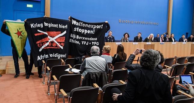 عناصر من بي كا كا الإرهابي يقتحمون مؤتمرا صحفيا للحكومة الألمانية (من الأرشيف)
