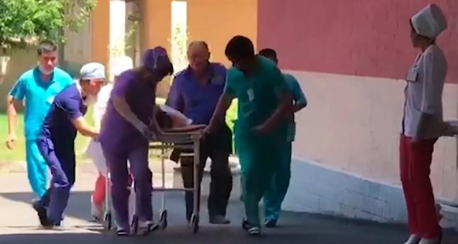 إسعاف المصابين (AP)