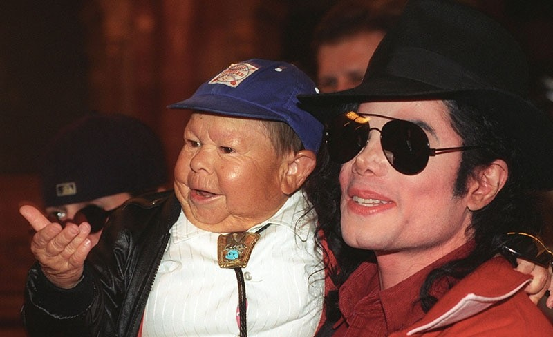 A file picture dated 23 July 1996 shows Hungarian-born US actor and circus acrobat Mihaly Meszaros, aka Michu (L) and US singer Michael Jackson (EPA Photo)