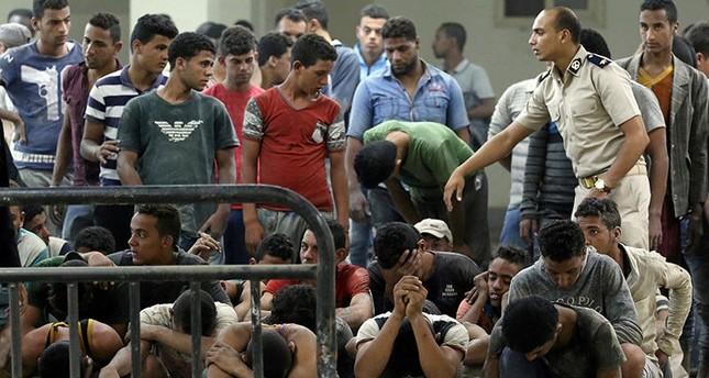فاجعة مركب المهاجرين بمصر.. عشرات الضحايا ومئات الناجين والمفقودين