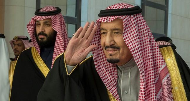 العاهل السعودي يستقبل الوفد التركي من الجمعية البرلمانية لحلف