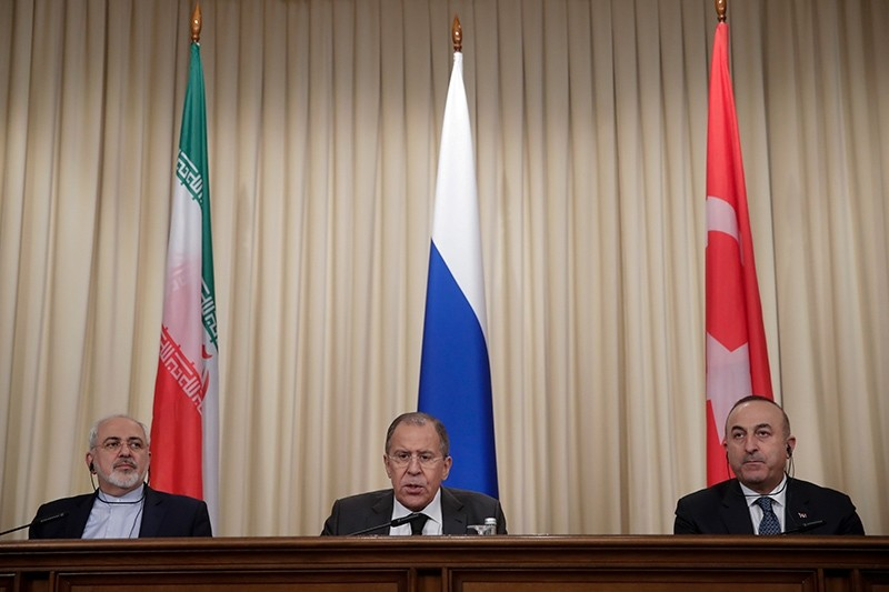 Iranian Foreign Minister Javad Zarif (L), Russian Foreign Minister Sergey Lavrov (C), and Turkish Foreign Minister Mevlu00fct u00c7avuu015fou011flu attend a joint press conference after talks in Moscow, Russia, December 20, 2016. (AP Photo)