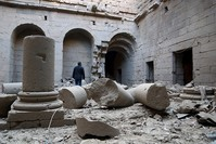 من قصف النظام السوري لموقع مدينة بصرى الأثري (من الأرشيف)