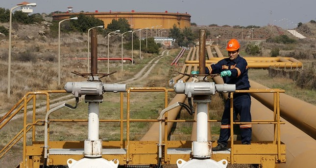 A worker checks the valve gears of pipes linked to oil tanks at Turkey's Mediterranean port of Ceyhan, which is run by state-owned Petroleum Pipeline Corporation (BOTAŞ), terminus of the Kirkuk - Ceyhan oil pipeline, on Feb. 19, 2014. (Reuters Photo)