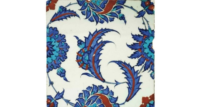 A piece of Iznik pottery, produced with a ceramics technique popular at the time of Sultan Suleiman the Magnificent, was recently returned to Turkey from England. (AA Photo)
