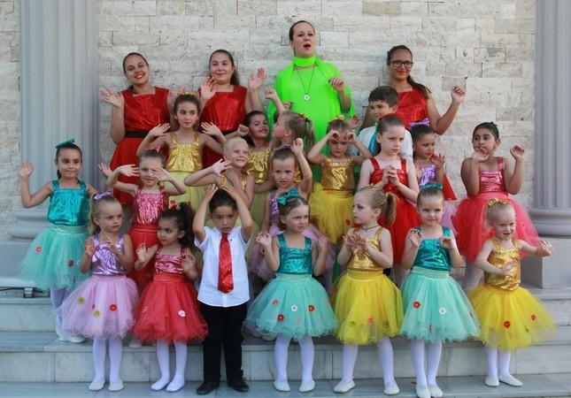 Russian-Turkish children on Expo stage in Antalya