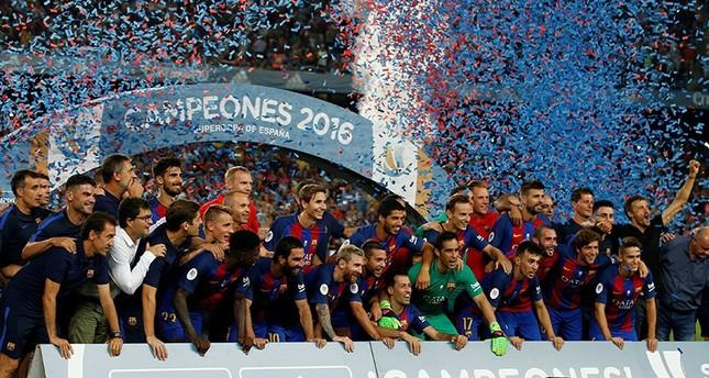 التركي طوران يتألق ويمنح برشلونة كأس السوبر الإسباني