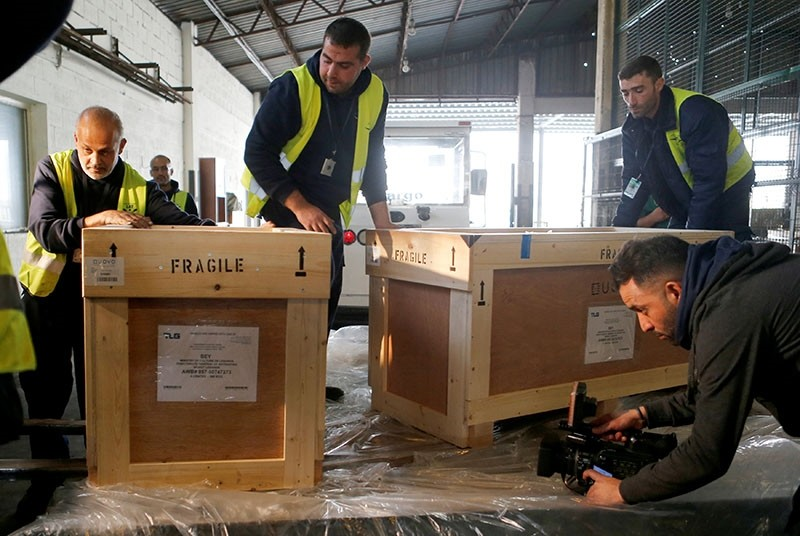 Workers unload boxes of artefacts at Beirut's International Airport, in Beirut, Lebanon Jan. 12, 2018 (Reuters Photo)