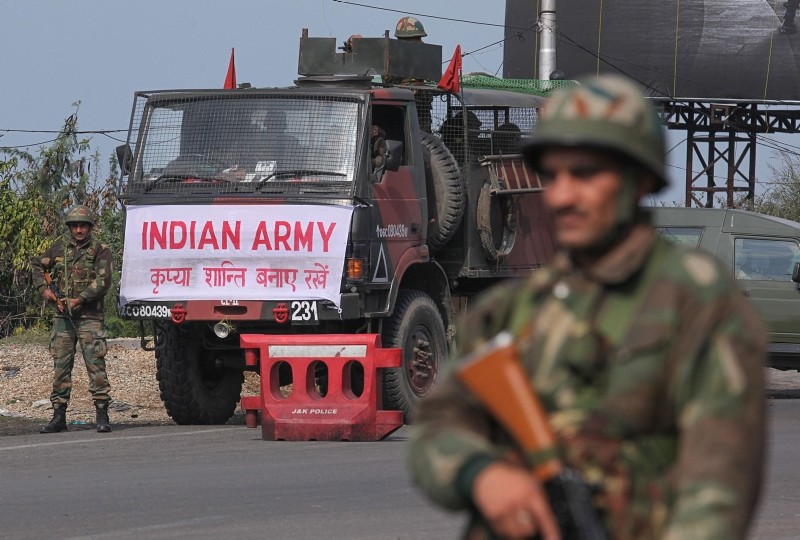 An Indian army soldier stands guard during a curfew in Jammu on February 18, 2019. (AFP Photo)