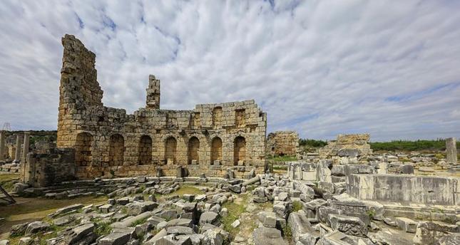 آثار أنطاليا التركية تنافس مراكز استجمامها في استقطاب السياح