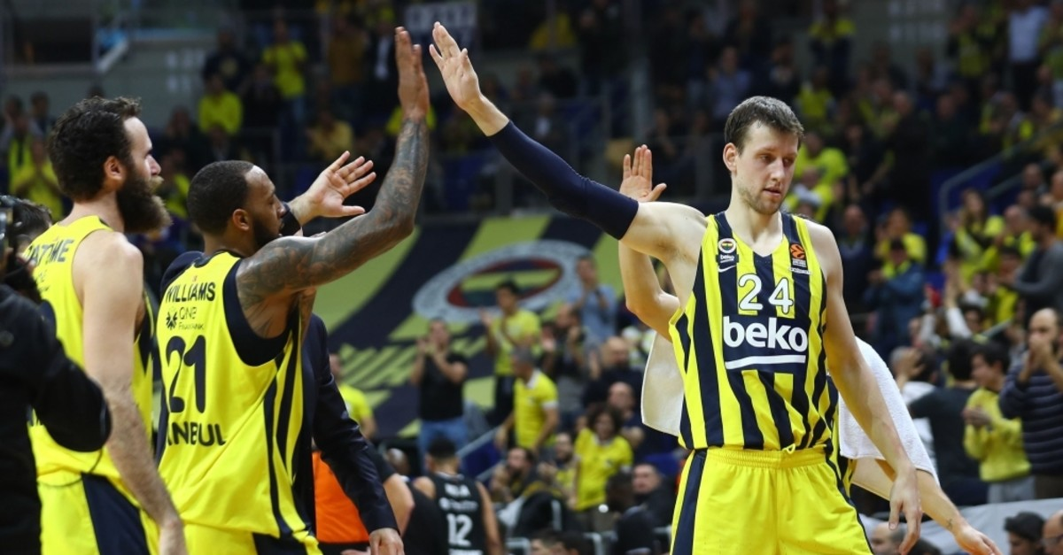 Fenerbahu00e7e needs to win at u00dclker Arena to secure a spot in the next round. (IHA Photo)