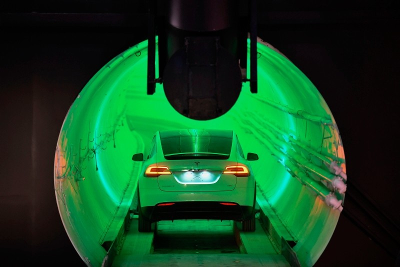 A modified Tesla Model X drives into the tunnel entrance before an unveiling event for the Boring Company Hawthorne test tunnel in Hawthorne, south of Los Angeles, California on December 18, 2018. (AFP Photo)