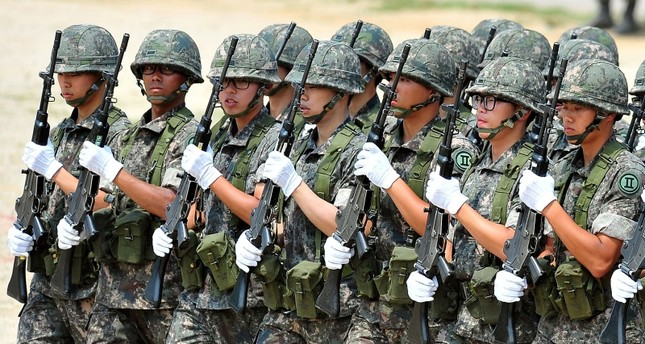 his file photo taken on June 22, 2013 shows South Korean soldiers marching during a ceremony for a re-enactment of the battle of Chuncheon at the beginning of the 1950-53 Korean War, in Chuncheon. (AFP Photo)