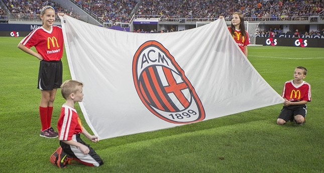 Kids hold up an AC Milan flag ahead of the International Champions Cup soccer match between AC Milan and Chelsea FC on Wednesday, Aug. 3, 2016, in Minneapolis. (AP Photo)