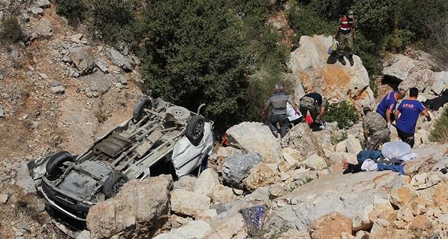 وفاة ثمانية سوريين في انقلاب حافلتهم بعد عبورهم الحدود مع تركيا