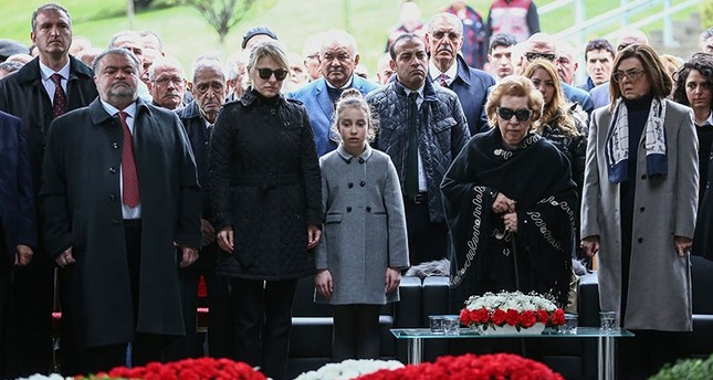 Late President Turgut Özal's wife Semra (2ndR) and his son Ahmet (L) attend a funeral ceremony at the mausoleum in Topkapı, Istanbul, on April 17, 2018. (AA Photo)