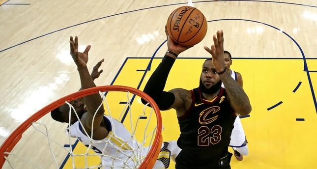 Cavs, Warriors set physical tone for intense NBA Finals