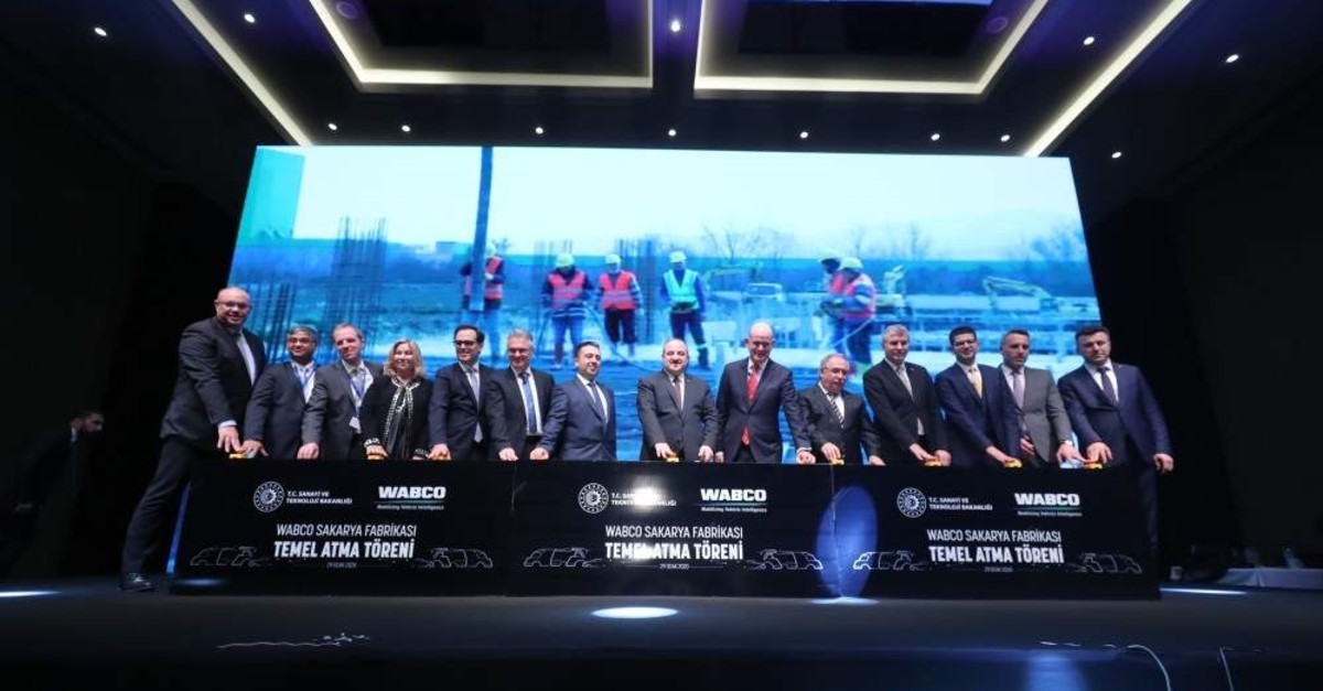 Industry and Technology Minister Mustafa Varank, seventh from right, along with WABCO representatives, attended the groundbreaking ceremony for the company's new facility in the industrial province of Sakarya, Jan. 29, 2020. (AA Photo)