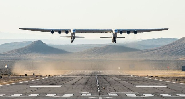 World's largest plane 'Stratolaunch' completes first test flight