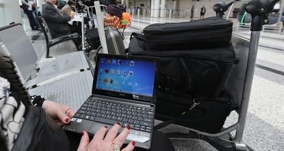 pDie USA haben das Laptopverbot am Mittwoch für Flüge aus Istanbul aufgehoben./p  pPassagiere, die am Mittwochmorgen von Istanbuls Atatürk Flughafen nach New York flogen, waren die ersten die von...