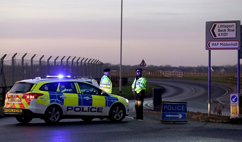 British police stand guard at the entrance to the US Air Force base at RAF Mildenhall, Suffolk, Britain December 18, 2017. (Reuters Photo)
