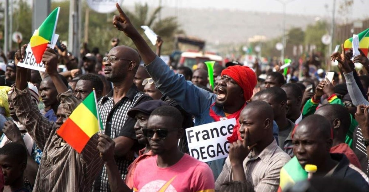 A man shouts as he holds a sign that reads ,France get out, during a protest against French and U.N. forces, Bamako, Jan. 10, 2020. (AFP Photo)