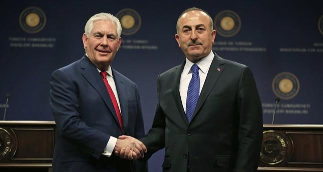تشاوش أوغلو: القوات التركية والأمريكية ستتولى فرض الأمن في منبج عقب انسحاب ي ب ك
