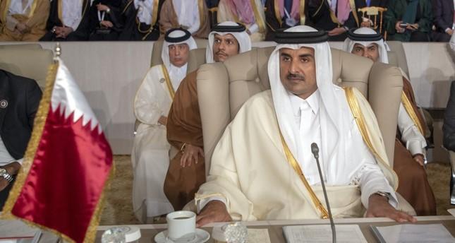 أمير قطر يغادر القمة العربية في تونس دون إلقاء كلمة بعد الافتتاح