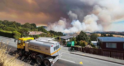 pWildfires ripped through New Zealand's Christchurch, leading authorities to declare a state of emergency and causing more than 1,000 people to flee their homes./p