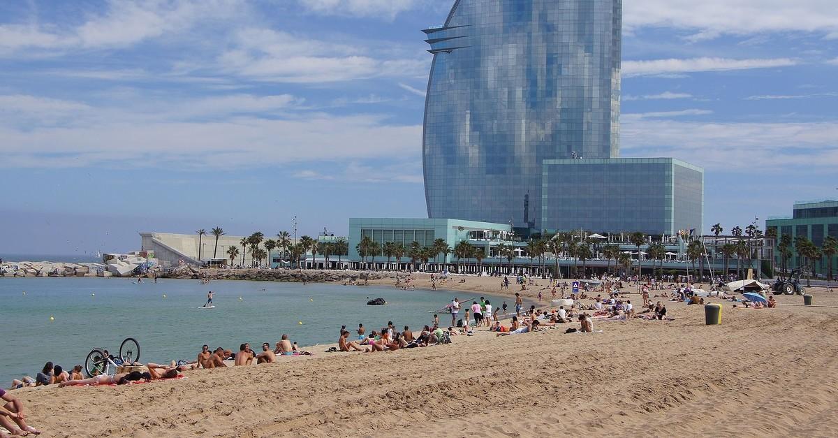 Undated photo of Sant Sebastiu00e0 beach in Barcelona. (Wikipedia/Martin Abegglen Photo)