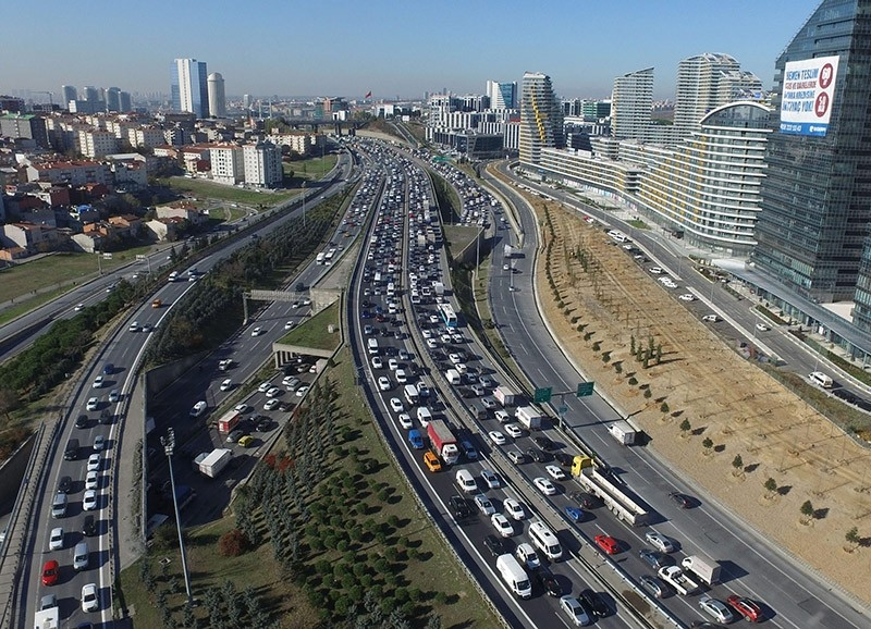 A view of Istanbul's highways at rush hour. (File Photo)