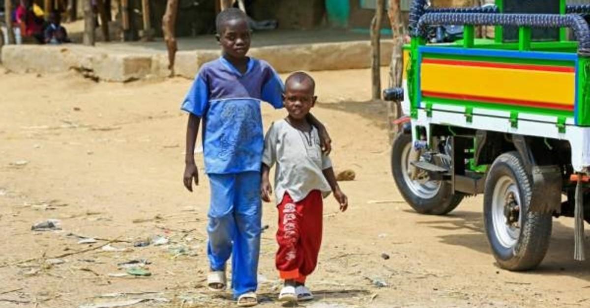 Displaced Sudanese boys walk at the Kalma camp for internally displaced people in Darfur's state capital Niyala, Oct.9, 2019. (AFP Photo)