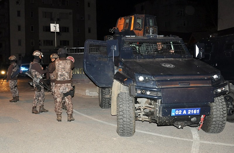 Security forces carrying out anti-terror raids in Adu0131yaman province, February 5, 2017 (AA Photo)