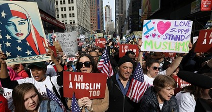 pDemonstrations were held in cities around the U.S. this weekend to support Muslim Americans and to protest President Donald Trump's immigration policies./p  pMore than a thousand people of...