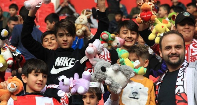 Children show the stuffed toys by fans in Samsun, Nov. 24, 2019. (AA Photo)
