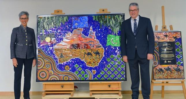 لوحة فسيفساء تصور العلاقات التاريخية بين سكان أستراليا الأصليين والمسلمين