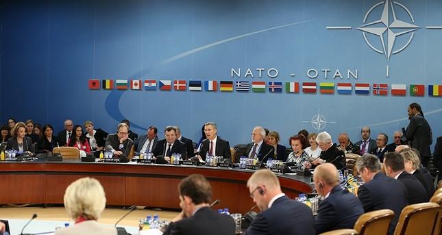 الناتو يدعو روسيا الى سحب قواتها وعتادها العسكري من اوكرانيا
