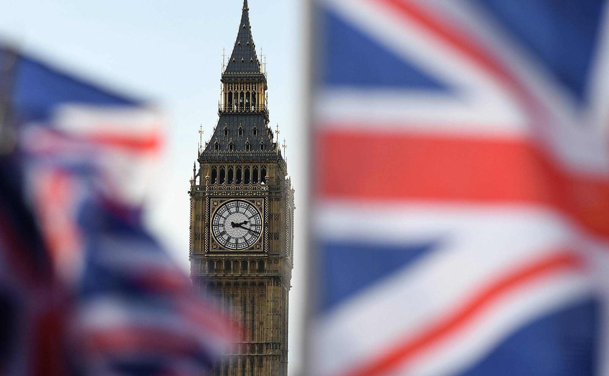 The EU Parliamentu2019s resolution to reject the parallel terms for a future trade deal between the U.K. and the EU won the backing of all the major groups in the parliament.