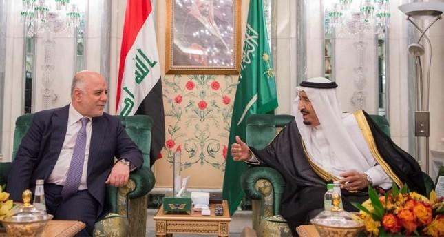 Saudi Arabia's King Salman bin Abdulaziz Al Saud (R) talks with Iraqi Prime Minister Haider al-Abadi in Jeddah, Saudi Arabia, June 19, 2017. (Reuters Photo)