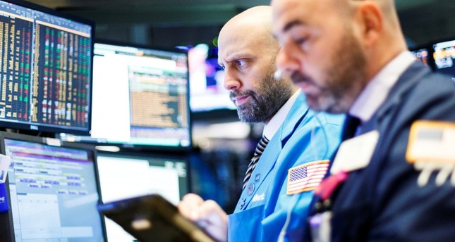 US stocks plunge on falling tech, China trade tensions