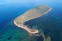 جزيرة تشيشيك Çiçek ،الواقعة قبالة ساحل أيفاليك