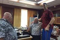 World's tallest man Sultan Kösen first Turkish person to visit Samoa