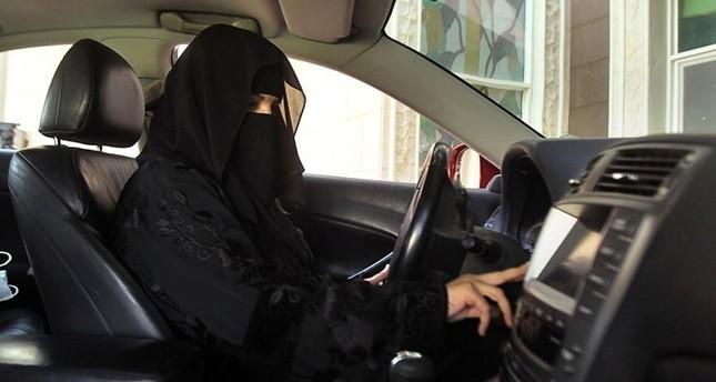 صورة أرشيفية لأمرأة تقود سيارة في السعودية رويترز