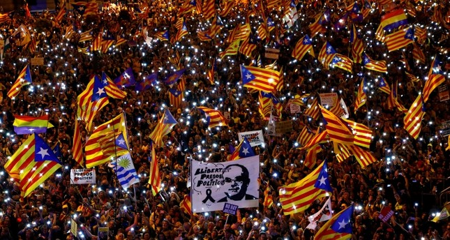 People take part in a rally of Catalan separatist organisations to demonstrate against the trial of Catalan leaders and call for self-determination rights, in Madrid, March 16, 2019. Banner reads Freedom for political prisoners. (Reuters Photo)
